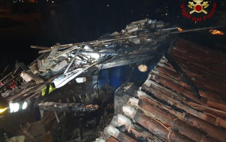 Sorisole, bruciano 40 mq di tetto Intervento dei Vigili del fuoco