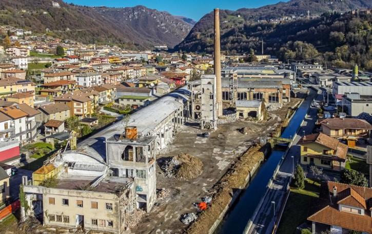 Vertova, si abbattono i forni Perani -Foto Al loro posto ditte, supemarket e hotel