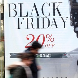 Black Friday on line e  negozi chiusi I commercianti: una beffa che ci affossa