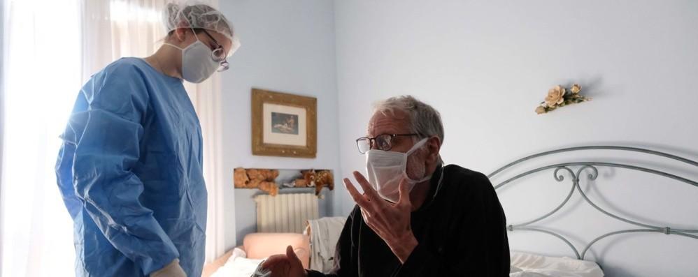 Covid, i medici di base: boom di telefonate Sono 6.500 i positivi in isolamento a casa