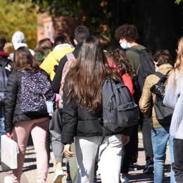 I presidi: «Pronti a riaprire le superiori già a dicembre, ma resta il nodo trasporti»
