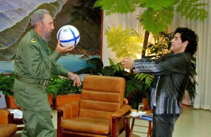 Maradona con il suo amico Fidel Castro. EPA/-
