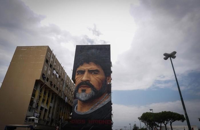 Un murales con il ritratto di Maradona firmato Yorit a Napoli