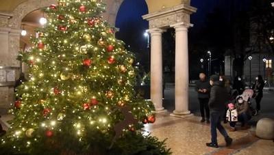 L'accensione dell'albero di Natale  in centro a Bergamo