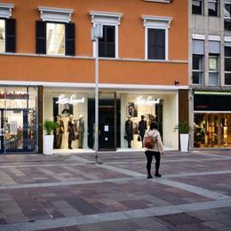 Lombardia, zona rossa o arancione? Tremila negozi con il fiato sospeso