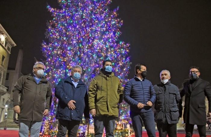 L'inaugurazione dell'albero di Natale
