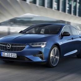 Restyling Opel Insignia per design e motori
