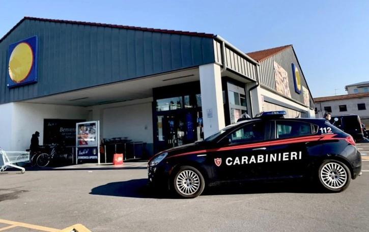 Ruba al supermarket prodotti per 400 euro Fermato da due carabinieri fuori servizio