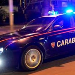 Tenta di rubare un'auto in pieno centro e aggredisce il proprietario: arrestato