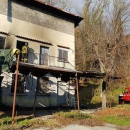 Lovere, terzo rogo in una settimana I carabinieri cercano un piromane