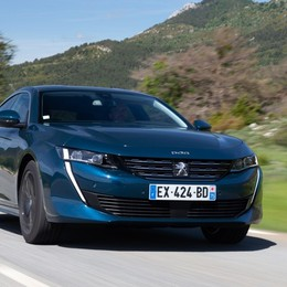 Peugeot 508, aggiornati allestimenti e motori