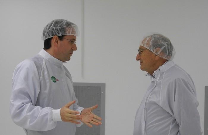 Antonio Lucianetti, a sinistra, con l'ingegner  Orazio Svelto, professore emerito al Politecnico di Milano, un pioniere nella fisica dei laser