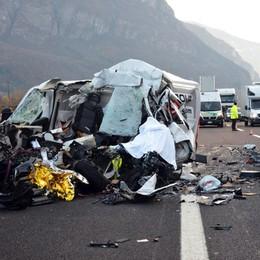 Si schianta con il furgone in Trentino Muore autista bergamasco di 32 anni