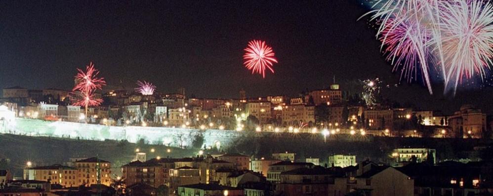 Feste cancellate e 31 dicembre senza botti  Il virus «spegne» i fuochi d'artificio
