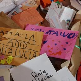 I bimbi e le letterine a Santa Lucia «Saluta i nonni in paradiso»