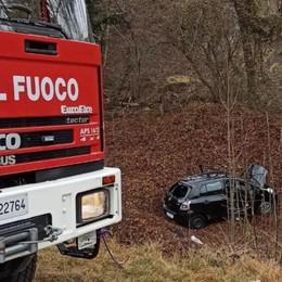 Fuori strada con l'auto a Cerete Arrivano i pompieri, ferito un 20enne