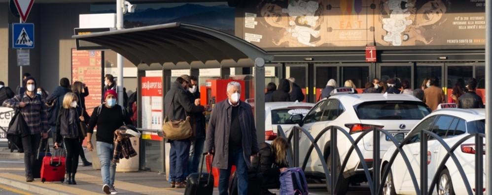 L'Italia sospende i voli con la Gran Bretagna  Fermi quelli programmati a Orio