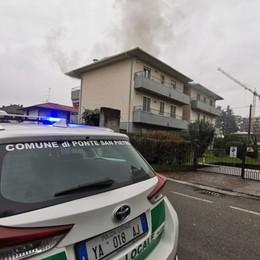 Incendio in una palazzina Soccorsi a Ponte San Pietro