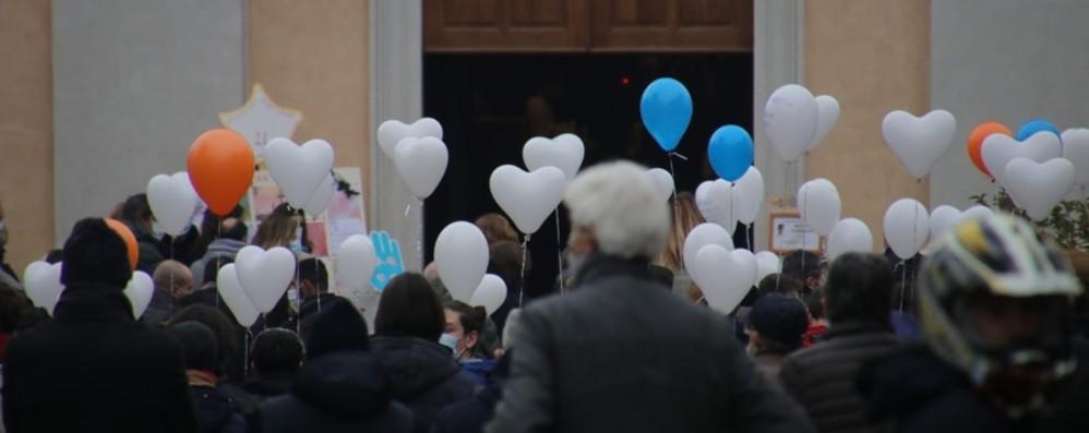 Palloncini a forma di cuore e una parata di moto A Mapello l'ultimo abbraccio a  Mattia