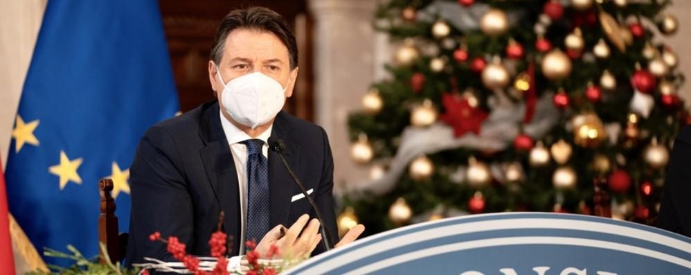 Conte: «Vaccino: non sarà obbligatorio» Scuole, didattica mista dal 7 gennaio