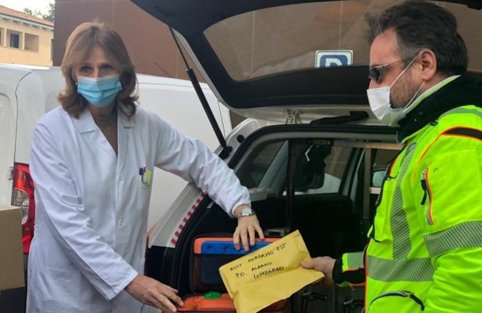 L'arrivo delle dosi di vaccino all'ospedale di Alzano