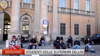 Gli studenti vogliono tornare in classe. La protesta parte dal Sarpi