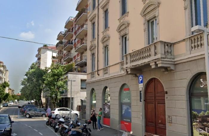 L'edificio sulla destra in primo piano, con il balcone e le particolari finestre,  è riconoscibile anche oggi