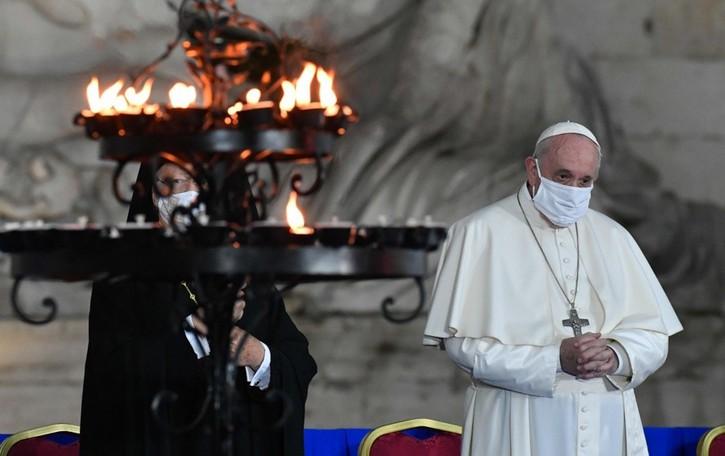 Il Papa e i vaccini La carità che umilia
