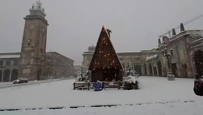 Piazza Vittorio Veneto avvolta dalla neve