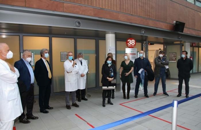Le vaccinazioni all'ospedale «Papa Giovanni XXIII» a Bergamo