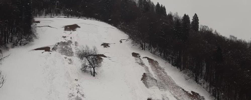Slavina a Oneta, strada ancora chiusa Lunedì si fa scendere la neve