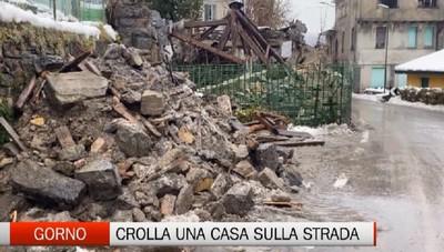 Gorno, crollata una casa sulla strada provinciale