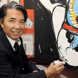 È stato lo stilista del flower power  Covid, è morto a 81 anni Kenzo