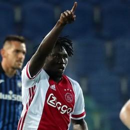 L'Eredivisie, dove l'Ajax domina: lì quasi 4 gol a partita, in Champions «solo» 1,4. Talenti, bel calcio, bilanci in ordine