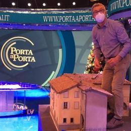 La Val Seriana nello studio di «Porta a Porta» Montato il presepe di Gandino - Foto