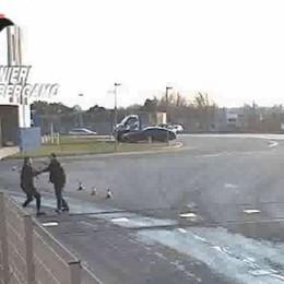 Lite tra due camionisti degenera-Video Spunta un coltello, 52enne in ospedale