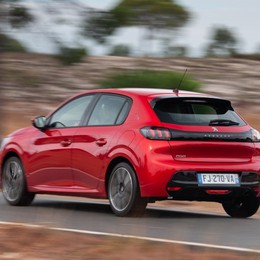 Nuova Peugeot 208 prima serie speciale