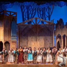 «Aggiungi un posto a tavola» La tradizione torna al Creberg Teatro