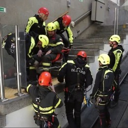 Città Alta, emergenza in funicolare Ma è solo l'esercitazione dei pompieri