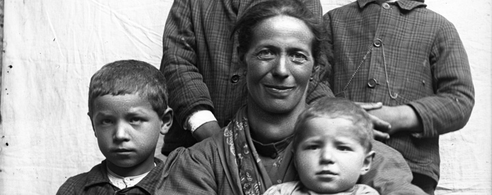 Migliaia di foto della Valle Brembana «Aiutatemi a dare un nome a questi volti»