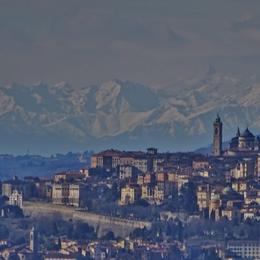 Vento fino a 140km/h: record sull'Arera Città Alta tra le Alpi Graie - Foto e video