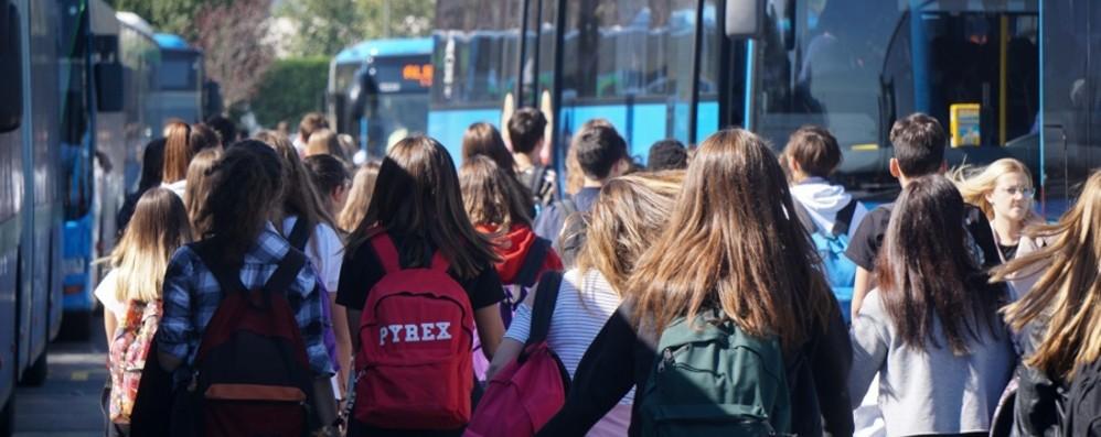 Controlli sui pullman e per gli autisti Verifiche su 23 mezzi vicino alle scuole
