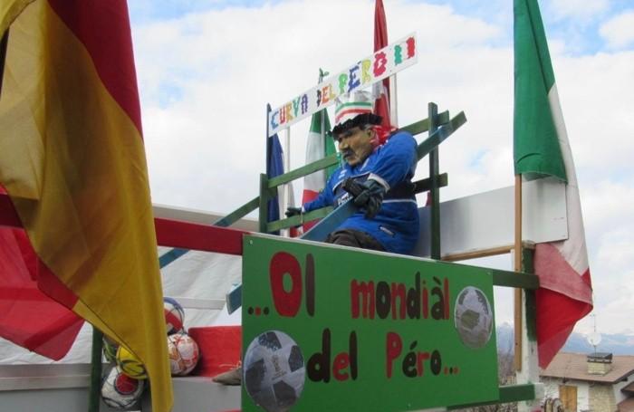 Sfilata dei carri di Carnevale a Trafficanti di Costa Serina