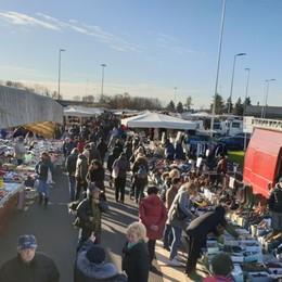 Nuova area mercato di via Spino Bus dalla stazione e 70  posti auto in più