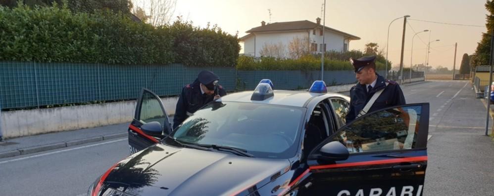 Treviglio, lite tra padre e figlio degenera Minacce a passanti e carabinieri, arrestati