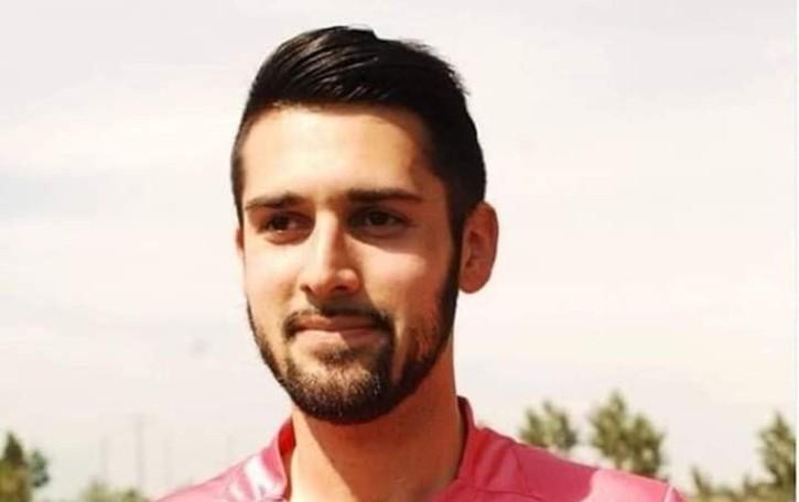 Giovane arbitro muore tragicamente I colleghi in campo con il lutto al braccio