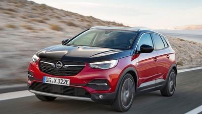 Opel Grandland X Hybrid4 trazione integrale elettrica