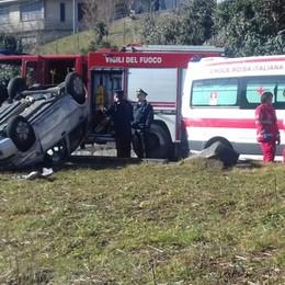 Auto fuori strada  si ribalta Ferita una 79enne a Berbenno