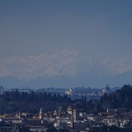 Il vento forte sferza tutta la Lombardia  Via lo smog, panorama mozzafiato - Foto