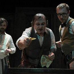 Natalino Balasso nei panni di Arlecchino Il Goldoni di Binasco al Creberg Teatro